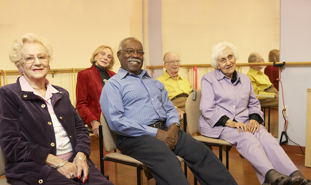 personnes agees yoga sur chaise