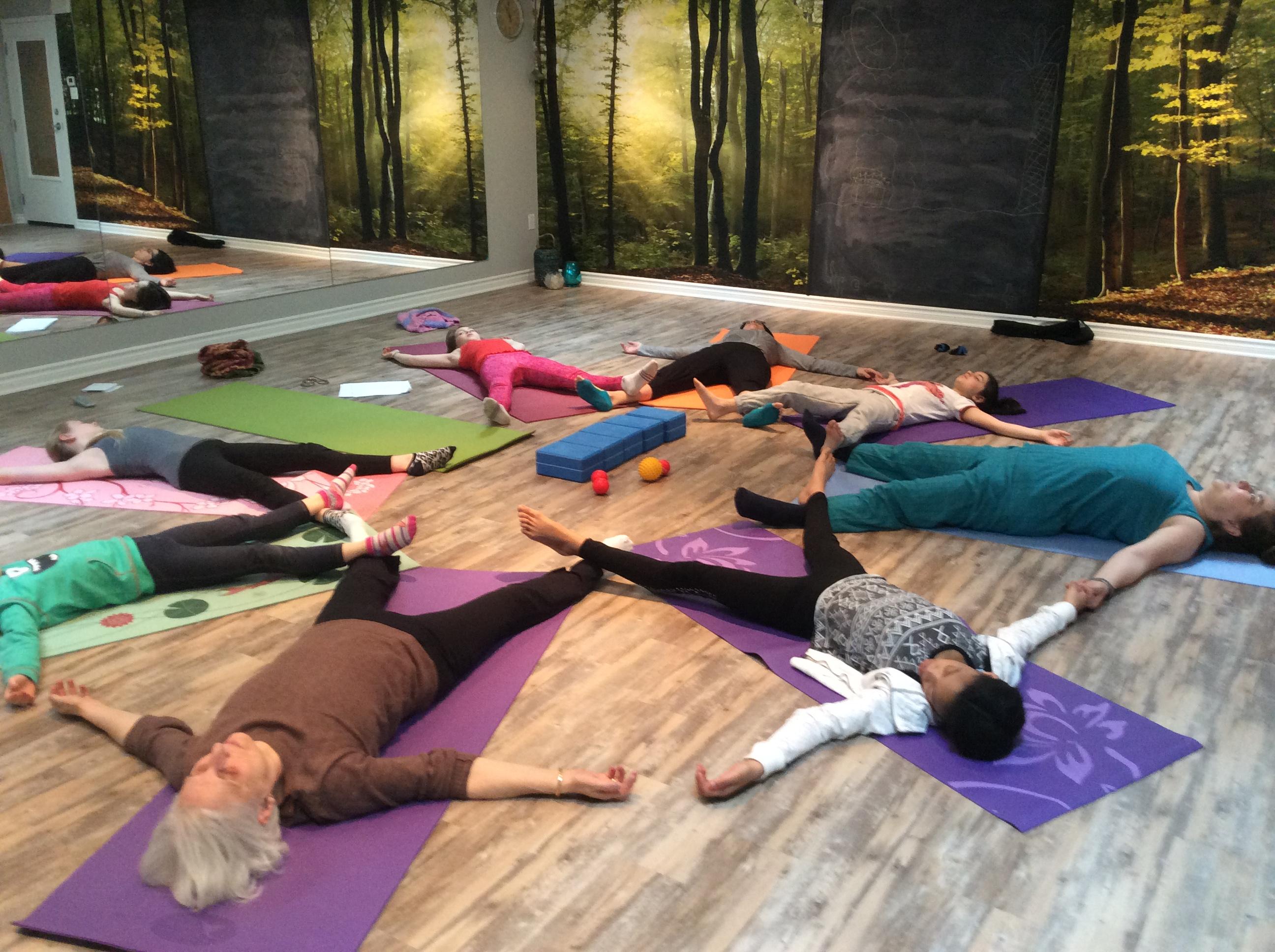Cours de Yoga Parent-enfant - Relaxation du flocon de neige