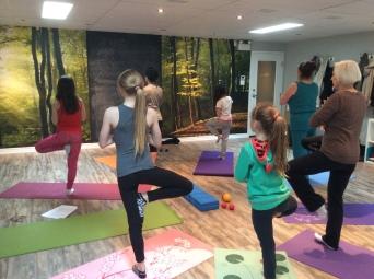 Cours de Yoga Parent-enfant - Posture de l'arbre